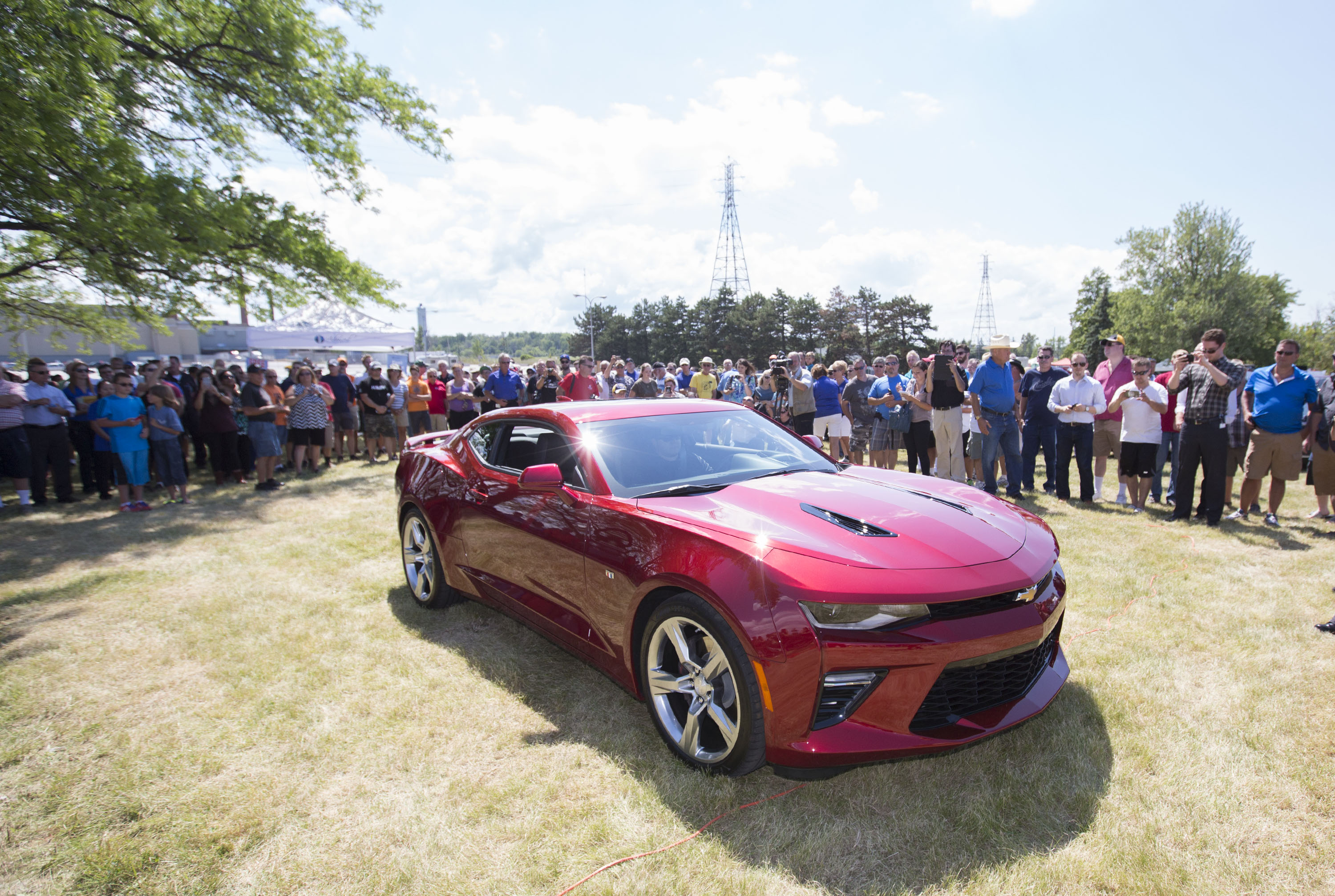 All new 2016 chevrolet camaro makes canadian debut at st catharines powertrain