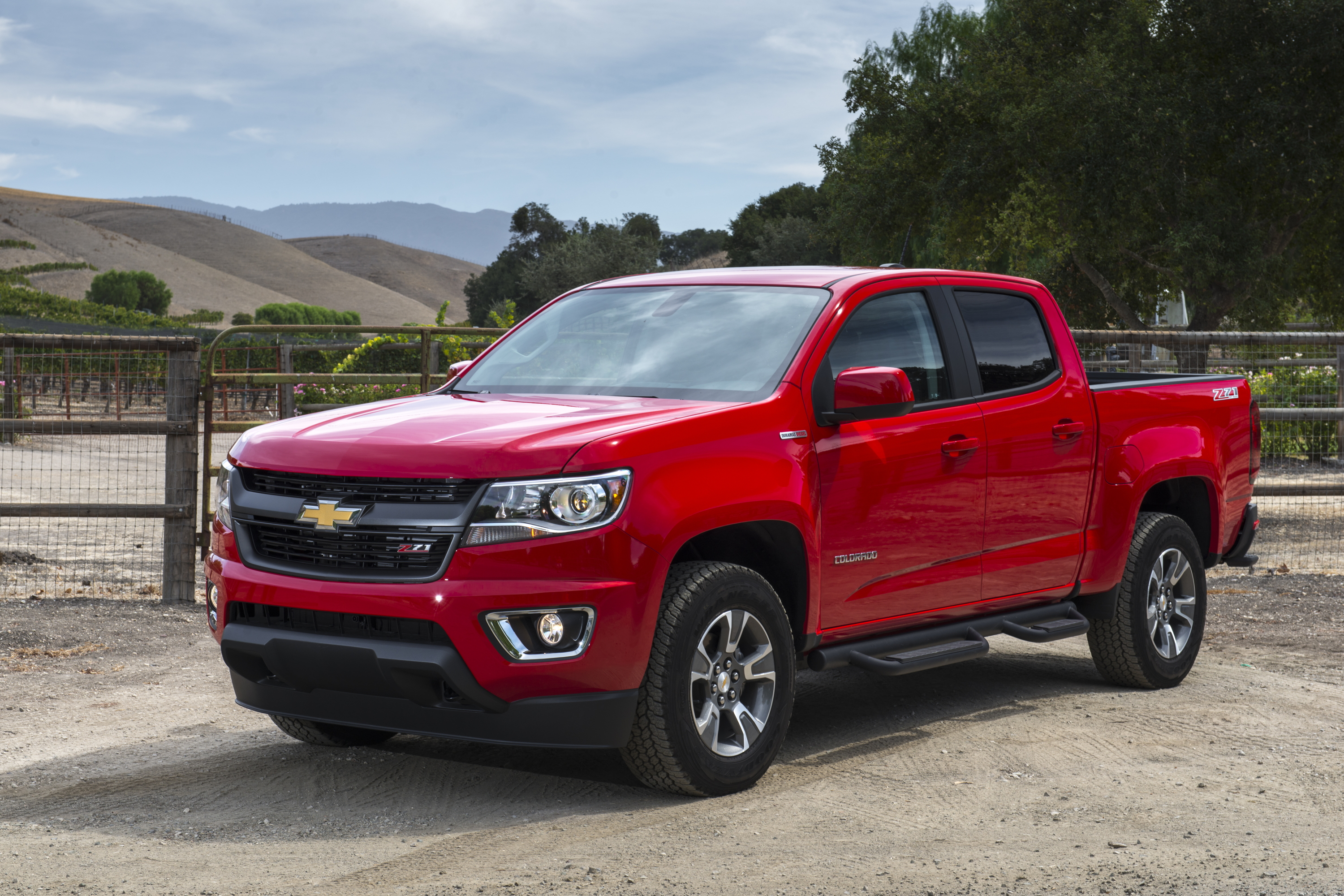 Chevrolet camaro and colorado win motor trend 2016 car and truck of the year